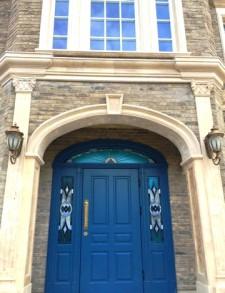 Эксклюзивная дверь с витражными вставками